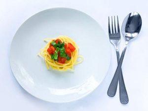 Nên chia nhỏ các bữa ăn trong ngày