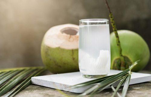 Bị tiêu chảy uống nước dừa được không