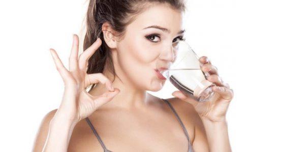 Uống nhiều nước chữa sỏi thận hiệu quả nhất