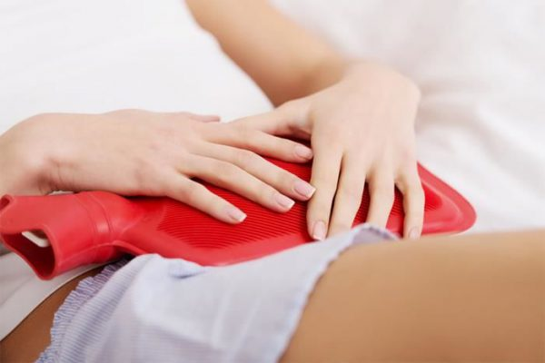 Chườm nhiệt giúp giảm nhanh cơn đau sỏi thận