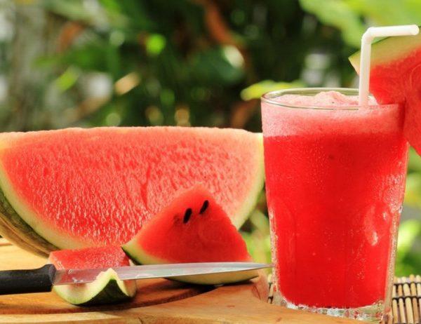 Người bị sỏi thận nên ăn hoa quả dưa hấu