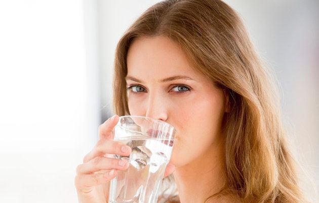 Bệnh sỏi thận nên uống nhiều nước