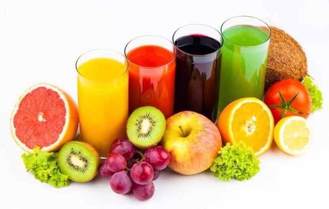 Nên uống nhiều nước hoa quả