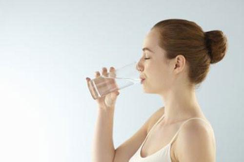 Nước giúp đẩy sạn trong thận ra ngoài