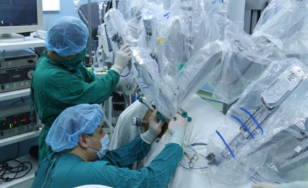phẫu thuật sỏi thận bằng robot
