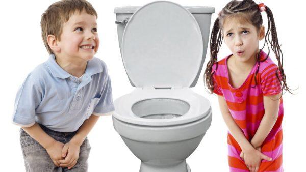 Trẻ đi tiểu nhiều lần trong ngày