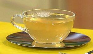 Một cốc nước ấm mật ong sẽ là giải pháp tuyệt vời
