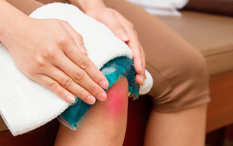 khắc phục nổi mẩn đỏ ở khuỷu tay và đầu gối