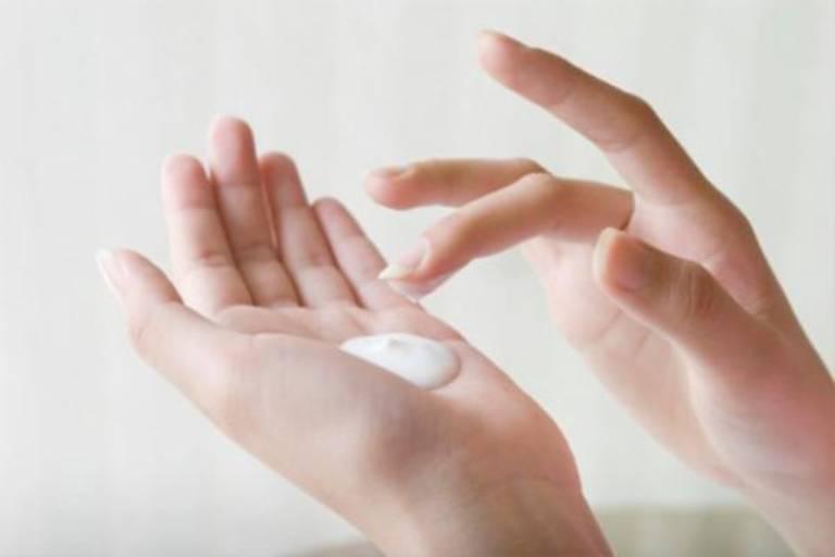Có thể điều trị vẩy nến thể mủ bằng thuốc dạng bôi