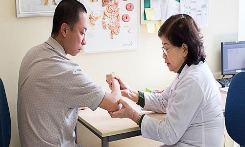 Bệnh viêm da cơ địa ở tay: Giai đoạn và cách chữa trị tận gốc