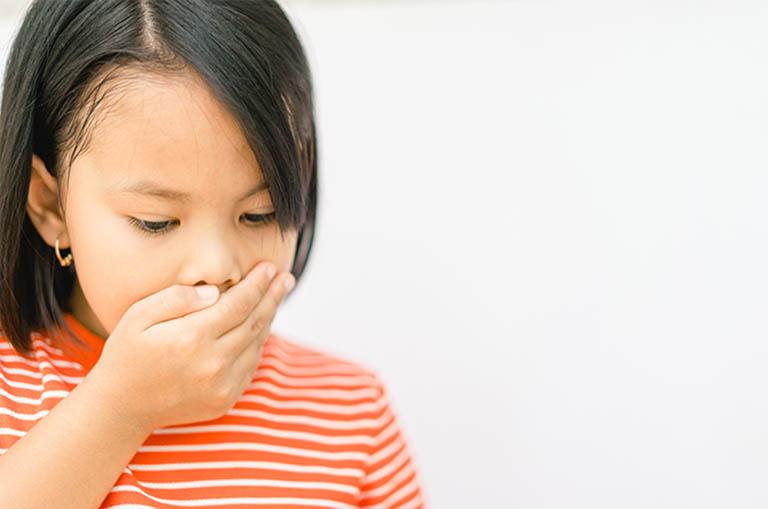 triệu chứng nhận biết trẻ 7 tuổi bị trào ngược dạ dày