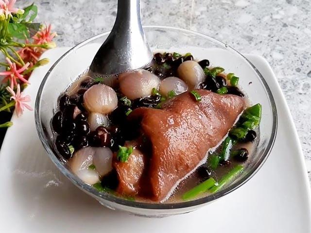 Làm món giò heo hầm đậu đen