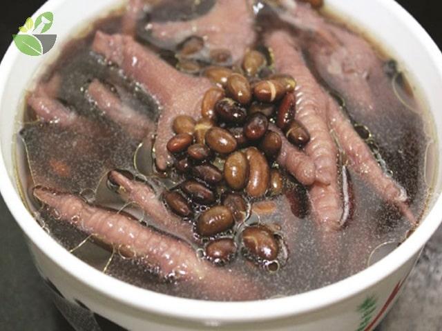 Chân gà hầm đậu đen