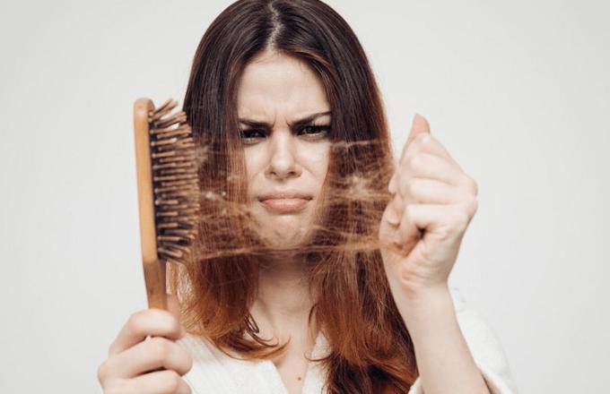 nữ-giới-rụng-tóc-có-thể-do-các-thói-quen-xấu-gây-ra